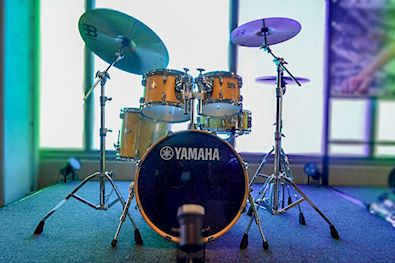 YAMAHA - DRUMSTEL SBP0F5NW7 STAGE CUSTOM NATURAL WOOD W/ HARDWARE